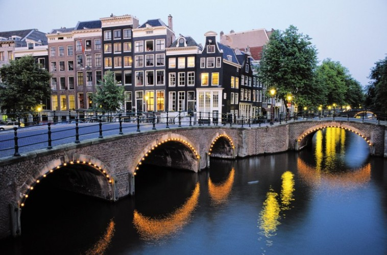 Amsterdam-celebrates-400th-anniversary-of-its-canals