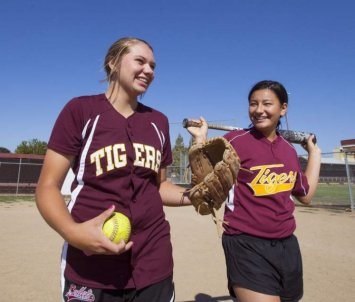 Junction City teen holding softball clinic to give back to Shriners Hospital after surgery